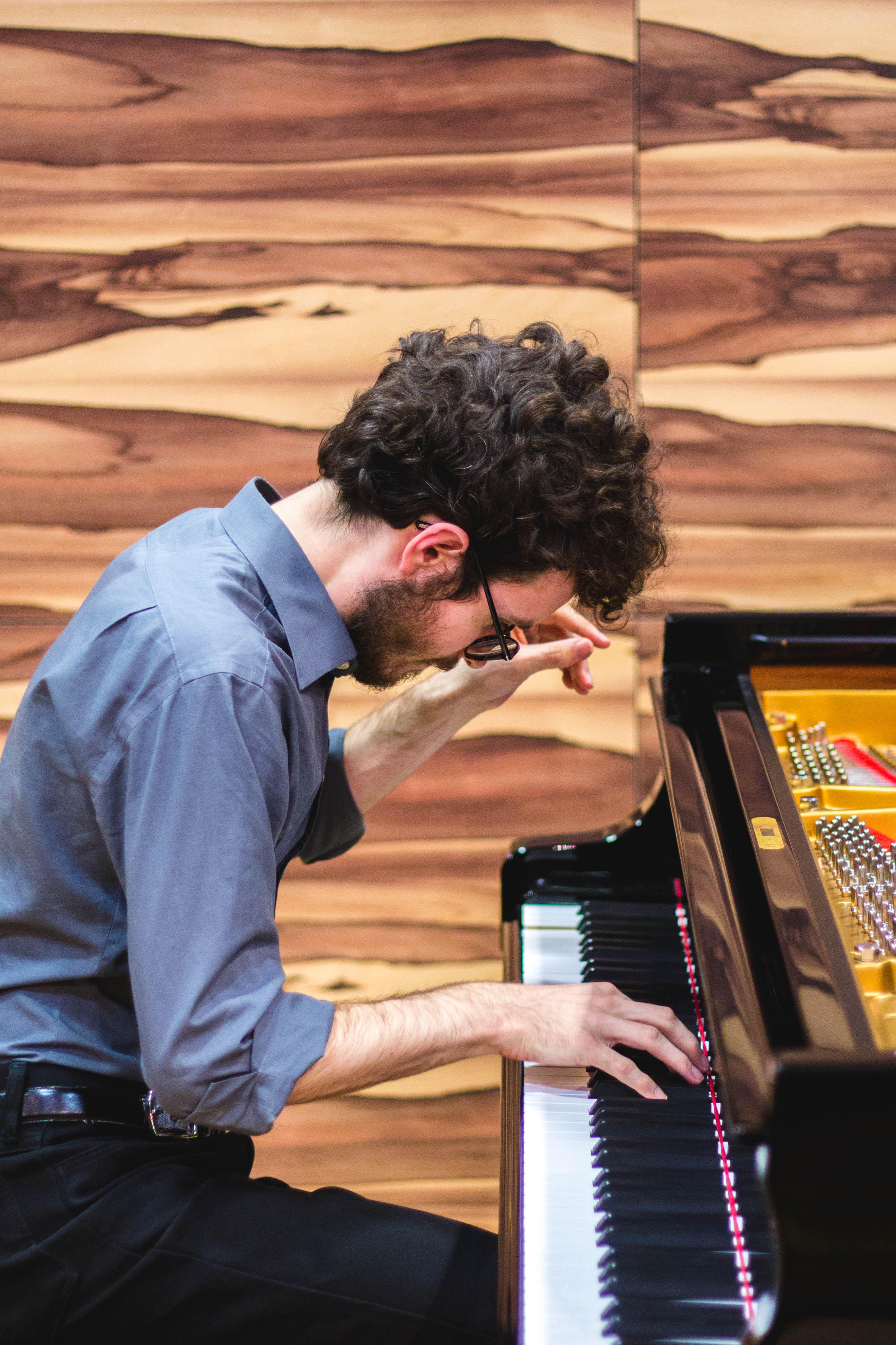 Joshua Rupley Quiet piano playing Würzburg concert